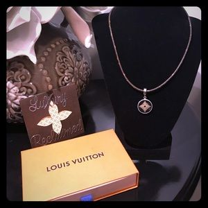 💯 Auth Louis Vuitton Monogram Choker Necklace